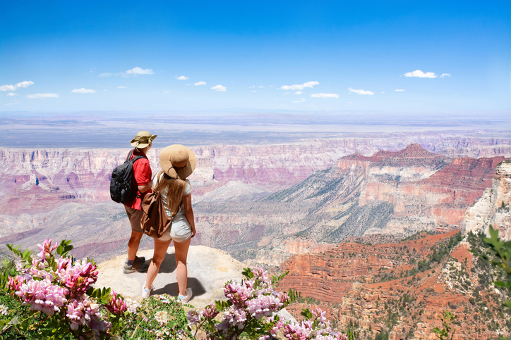 couple-hiking-at-grand-canyon.jpg