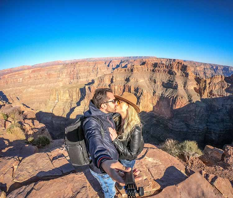 couple-visiting-grand-canyon.jpg